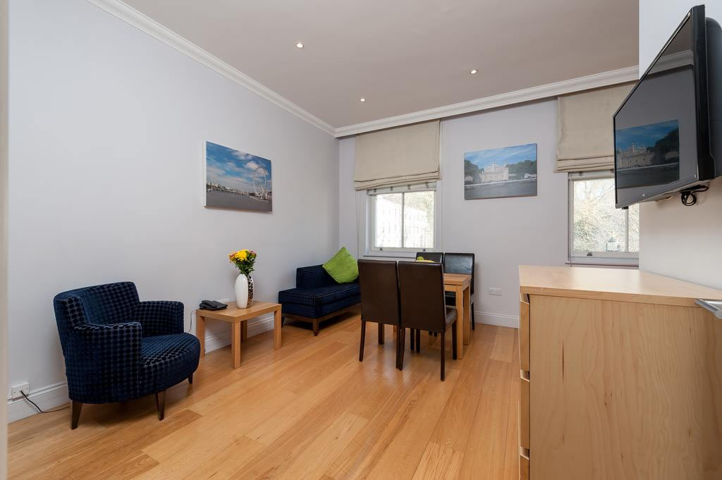 12 London Street Apartments Lounge