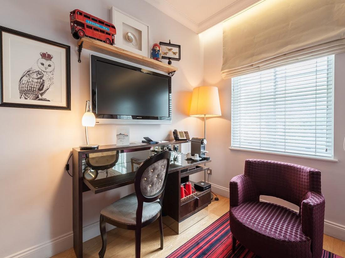 Hotel Indigo London Hyde Park Paddington Room Table
