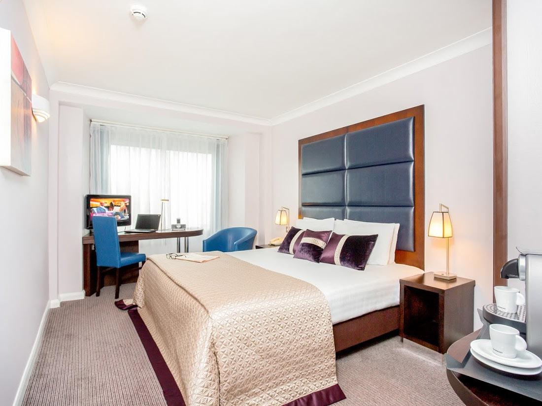 Mercure London Kensingon Bedroom